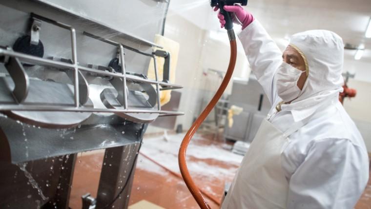 Attuare le giuste procedure di pulizia con detergenti enzimatici specifici per la rimozione del biofilm è il primo passo per evitare le contaminazioni